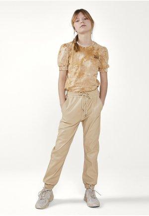 TIRSA - T-shirt print - beige