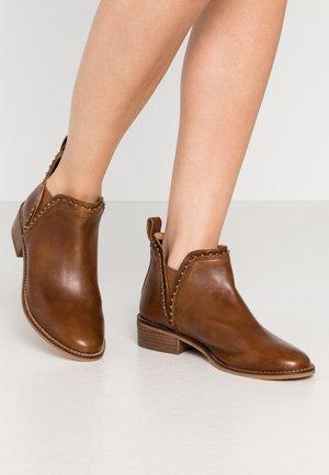 CARTER - Ankle boots - cognac