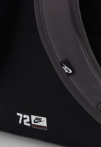 Nike Sportswear - ELEMENTAL UNISEX - Mochila - thunder grey/black - 7