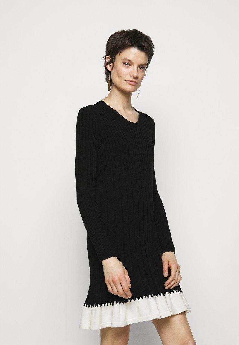 TWINSET - ABITO IN MAGLIA CON BALZINA - Jumper dress - nero/neve