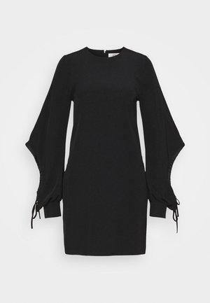 DRAWSTRING SLEEVE SHIFT DRESS - Vestido de cóctel - black