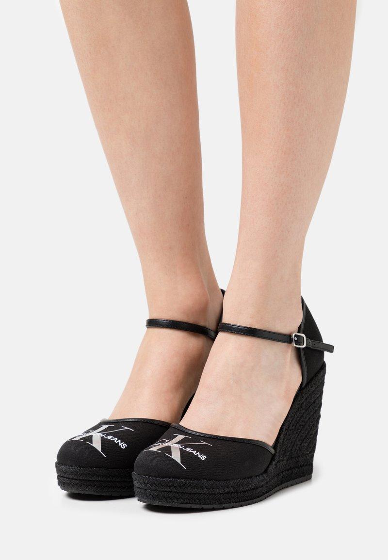 Calvin Klein Jeans - WEDGE CLOSE TOE  - Zapatos de plataforma - black