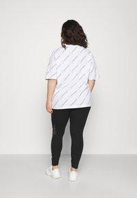 Calvin Klein Jeans Plus - PLUS VERTICAL LOGO - Leggings - Trousers - black - 2