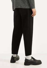 Bershka - BALLOON - Džíny Straight Fit - black - 2