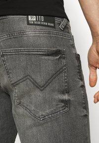 TOM TAILOR DENIM - REGULAR FIT - Denim shorts - grey denim - 5