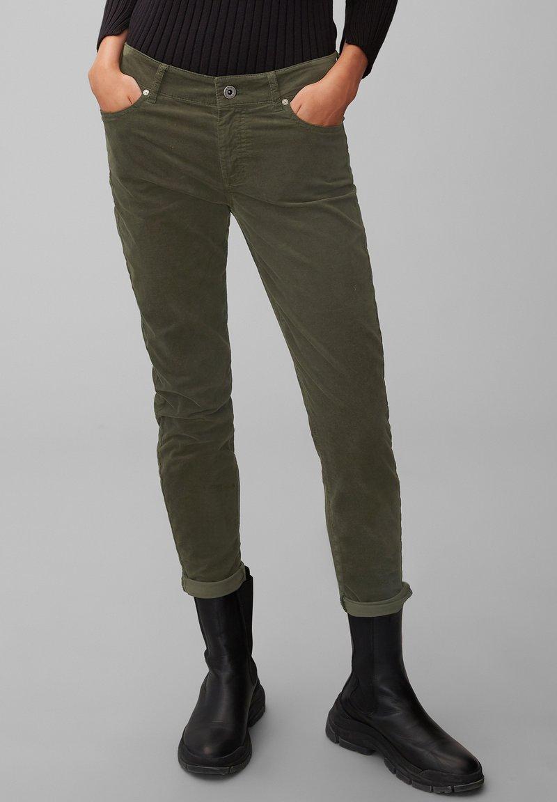 Marc O'Polo - ALBY  - Trousers - deep pine