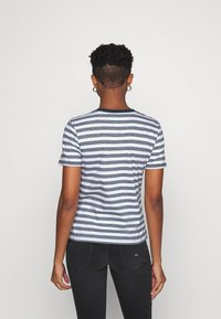 Tommy Jeans - CLASSICS STRIPE TEE - Print T-shirt - white/navy - 2