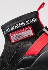 Calvin Klein Jeans - TRAY - Sneakersy wysokie - black/tomato - 5