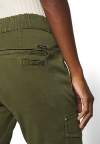 Mos Mosh - GILLES CARGO PANT - Trousers - army - 5