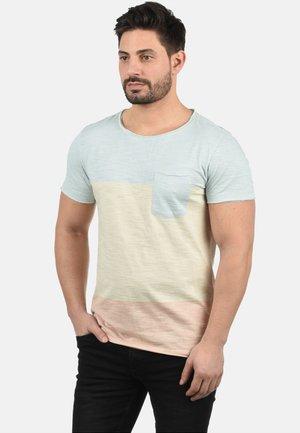 REGULAR FIT - T-shirt print - soft blue