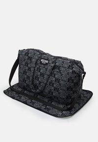 MOSCHINO - BABY CHANGING BAG - Across body bag - black - 3