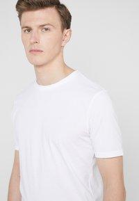 BOSS - TRUST - Basic T-shirt - white - 4