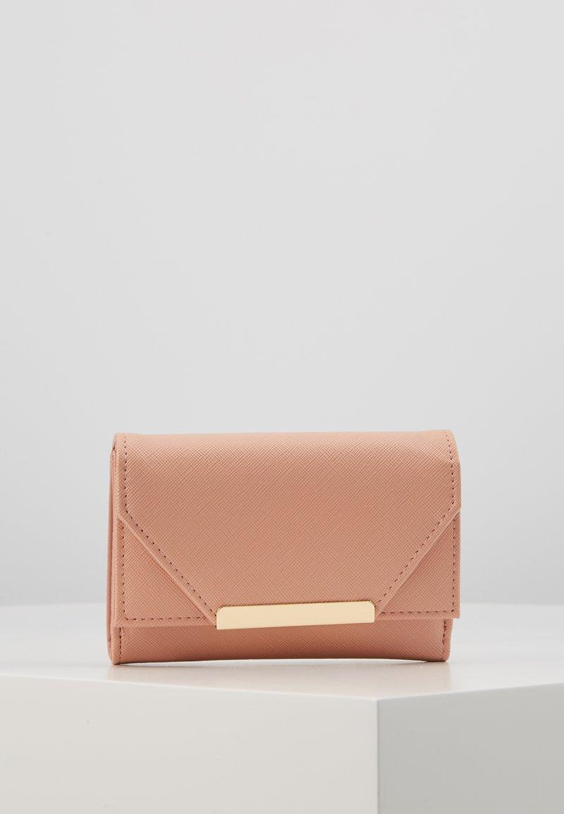 Anna Field - Punge - pink
