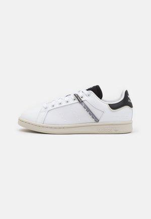 STAN SMITH UNISEX - Sneakers laag - footwear white/core black