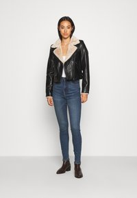 Noisy May - NMAGNES SKINNY SLIT - Jeans Skinny Fit - medium blue denim - 1