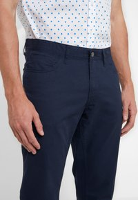 Michael Kors - POCKET PANT - Pantaloni - midnight - 3
