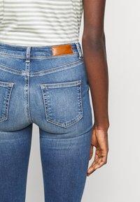 Vero Moda Tall - VMLUX SLIM JEANS - Džíny Slim Fit - medium blue denim - 4