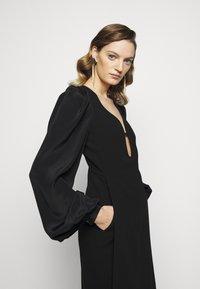Victoria Beckham - LONG SLEEVE KEYHOLE MIDI - Koktejlové šaty/ šaty na párty - black - 6