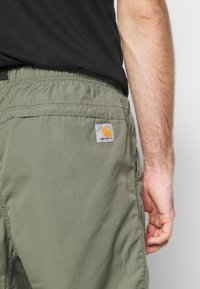 Carhartt WIP - CLOVER LANE - Shorts - dollar green rinsed - 3