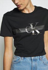 Calvin Klein Jeans - METALLIC SLIM TEE - Print T-shirt - black beauty - 5