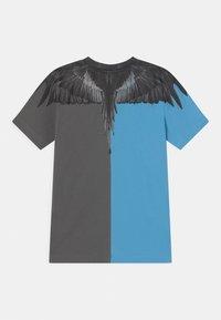Marcelo Burlon - Print T-shirt - blue - 1