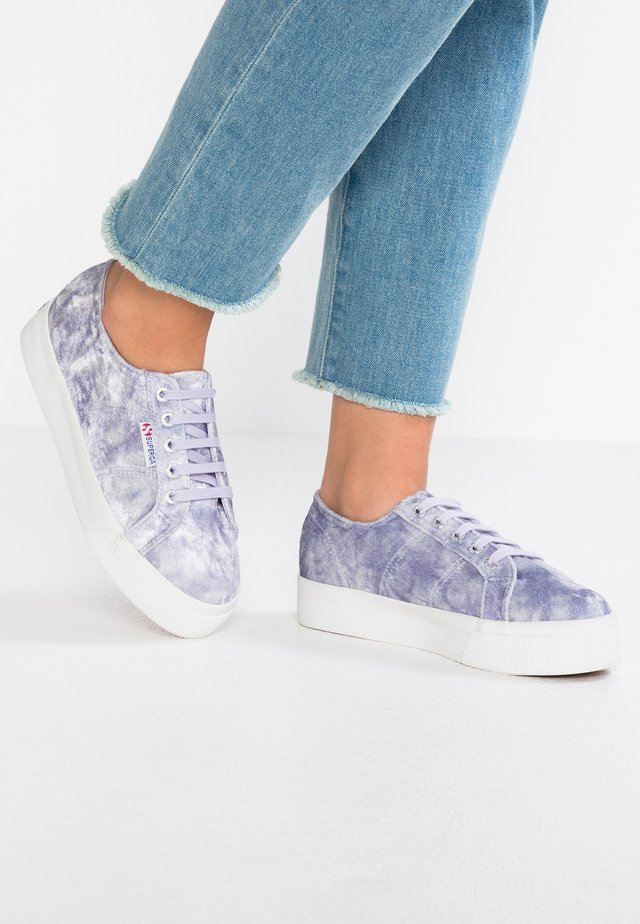 2730 - Matalavartiset tennarit - violet lavender