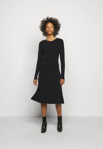 JUANNA - Žerzejové šaty - black