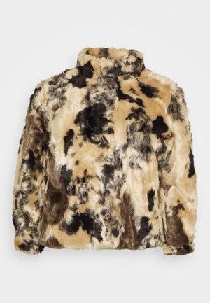 VMJENNY SHORT JACKET - Winter jacket - tan