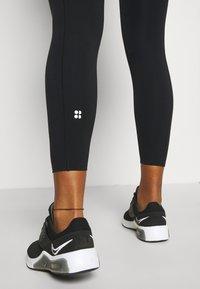 Sweaty Betty - POWER HIGH WAIST 7/8 WORKOUT LEGGINGS - Leggings - black - 4