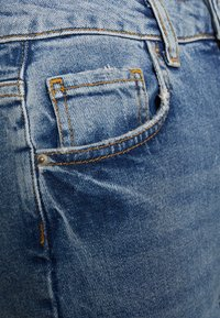 PIECES Tall - PCLEAH MOM - Jeansy Relaxed Fit - medium blue denim - 2