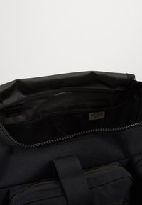 Nike Performance - UTILITY POWER DUFF - Sportovní taška - black/enigma stone - 4