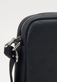 Calvin Klein Jeans - MONOGRAM EMBOSS FLATPACK - Across body bag - black - 3