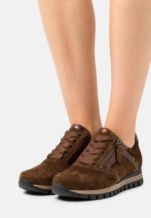 Trainers - whisky/moro