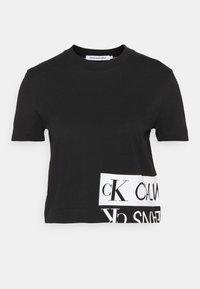 Calvin Klein Jeans - MIRRORED LOGO BOXY TEE - Printtipaita - black/bright white - 4