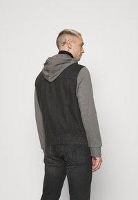 Only & Sons - ONSCOIN HOOD TRUCKER - Denim jacket - black denim - 2