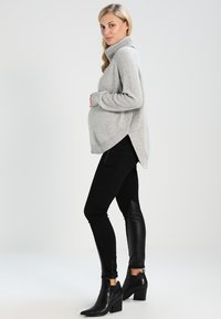 Seraphine - ALMA - Sweter - grey/black - 2