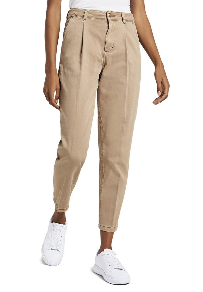 mine to five TOM TAILOR - MIT FALTENDETAIL - Jeans Tapered Fit - light ginger