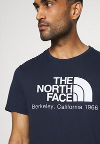The North Face - BEREKELY CALIFORNIA TEE - Print T-shirt - aviator navy - 5