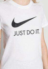 Nike Sportswear - W NSW TEE JDI SLIM - T-shirt imprimé - white/black - 4