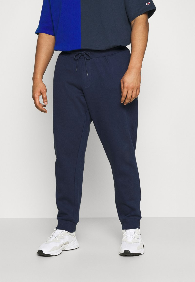 Tommy Jeans Plus - Tracksuit bottoms - twilight navy