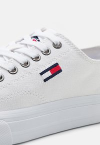 Tommy Jeans - LONG LACE UP - Matalavartiset tennarit - white - 5