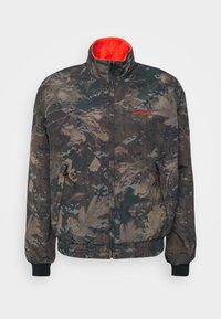 Carhartt WIP - KEYSTONE REVERSIBLE JACKET - Winter jacket - green/safety orange - 5