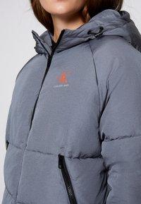 Calvin Klein Jeans - BIG LOGO PUFFER - Winter jacket - shining armor - 4