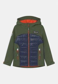 TrollKids - LYSEFJORD UNISEX - Soft shell jacket - forest green/navy/flame orange - 0