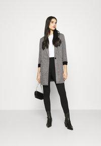 Vero Moda - VMCHECK 3/4 LONG - Krátký kabát - dark grey melange - 1
