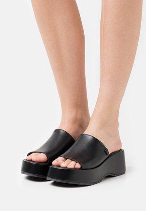 VIBE - Pantofle na podpatku - black
