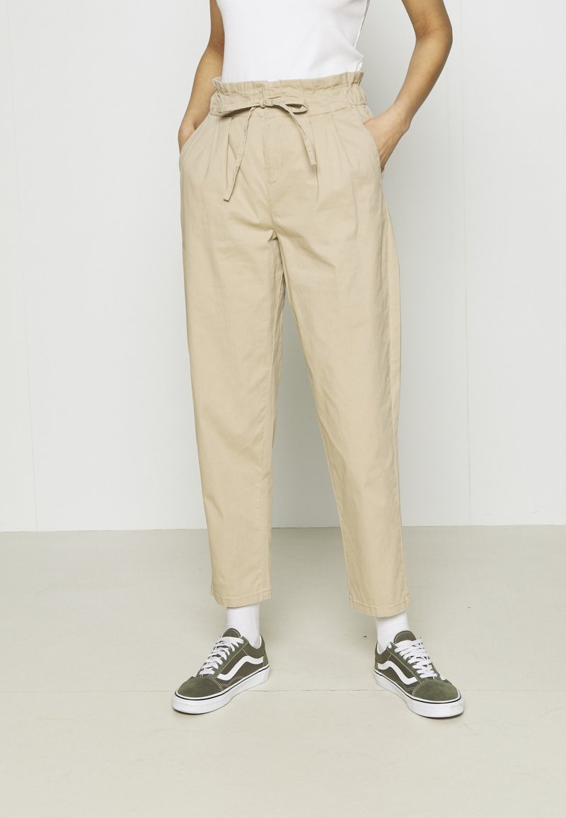 Vero Moda - VMEVANY LOOSE STRING ANKLE PANTS - Trousers - beige