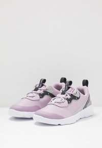 Nike Sportswear - RENEW ELEMENT 55 - Slip-ons - iced lilac/metallic silver/off noir/light smoke grey