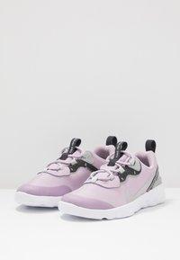 Nike Sportswear - RENEW ELEMENT 55 - Mocasines - iced lilac/metallic silver/off noir/light smoke grey - 3