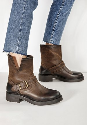 Platform ankle boots - praline